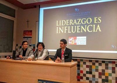 """""""LIDERAZGO ES INFLUENCIA. La habilidad de influir en las personas con la comunicación"""""""