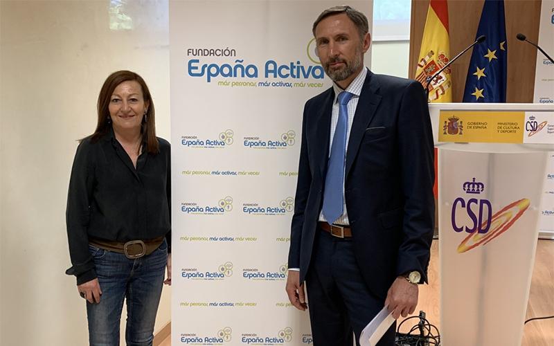 FAGDE estuvo representada en dicho evento por su vicepresidenta 1ª, Milagros Díaz, en la imagen principal junto al gerente de la Fundación, Alberto García